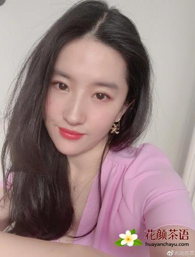 刘亦菲晒玫瑰蜂蜜花茶 保养秘诀:抗衰老减轻皱纹